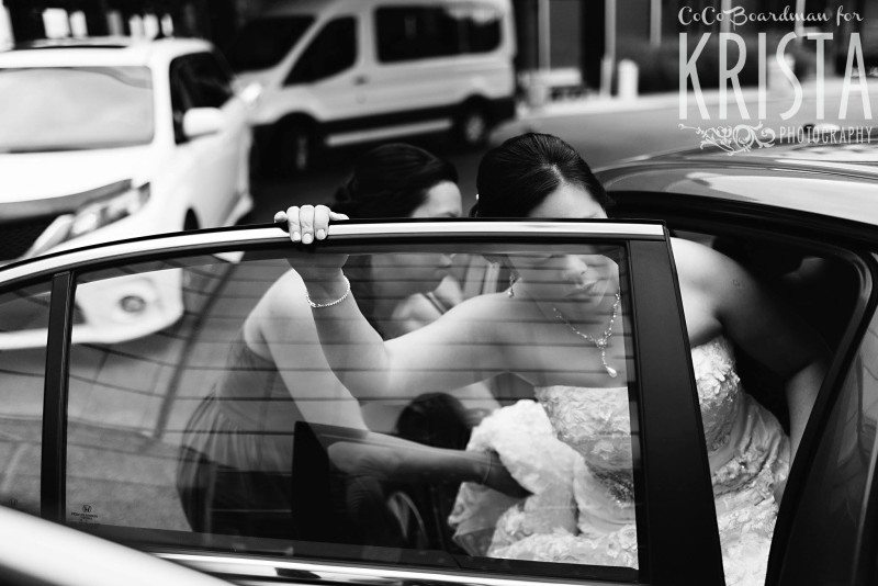 bride getting out of her car © Krista Photography